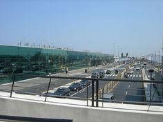 """Aeropuerto Internacional Jorge Chaves, Lima. Foto wikipedia. En el aeropuerto tomamos un """"remis"""" y fuimos al hotel para refrescarnos un poco y aprovechar el día para visitar algo de Lima.Indice del Blog: El Mundo de Pepe Hermano"""