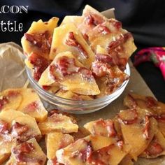 Bacon Brittle Recipe ~ Oh yeah, now this is a snack marriage made in sweet & salty bacon heaven! That's right, Salty, Smoky, Candied Bits of Crispy Bacon suspended in Sweet & Crunchy Brittle. Homemade Food Gifts, Diy Food Gifts, Edible Gifts, Edible Food, Homemade Candies, Bacon Brittle Recipe, Brittle Recipes, Cupcakes, Food Gifts For Men