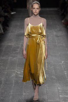 Valentino Fall 2016 Ready-to-Wear Fashion Show - Kirin Dejonckheere