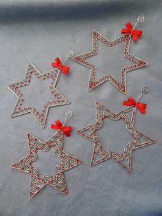 hviezdičky, Drôtovanie | Artmama.sk Wire Ornaments, Bird Christmas Ornaments, Christmas Decorations, Holiday Crafts For Kids, Diy And Crafts, Christmas Crafts, Barbed Wire Art, Wire Art Sculpture, Wire Weaving