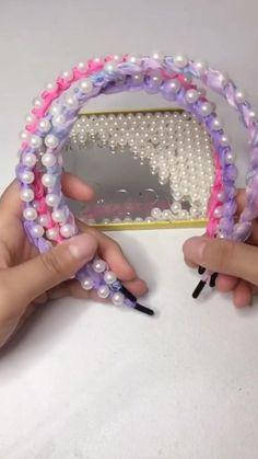 Diy Crafts Hacks, Diy Crafts For Gifts, Diy Headband, Pearl Headband, Headband Styles, Diy Braids, Diy Hair Bows, Making Hair Bows, Diy Ribbon