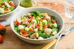 15x lekkere pastasalades voor in de zomer - MamaKletst Mozzarella, Goulash, Backyard Bbq, Macaron, Food Inspiration, Cobb Salad, Barbecue, Ham, Cantaloupe