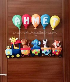Petit garçon avec un train nommé Ahmet - Kapı Süsü manualidades meninas Diy For Kids, Gifts For Kids, Felt Crafts, Diy And Crafts, Baby Shower Deco, Felt Kids, Baby Shower Souvenirs, Felt House, Felt Banner