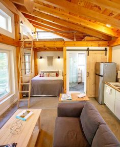 This tiny house from Honeycrisp_cottage featured a downstairs bedroom and a gorgeous bathroom Tiny House Bedroom, Tiny House Loft, Tiny House Storage, Modern Tiny House, Tiny House Design, Small House Plans, Tiny Guest House, Tiny Houses, Tiny House Bathtub