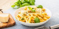 Βελούδινη λευκή σάλτσα με τρυφερό κοτόπουλο σε μια συνταγή έτοιμη σε 5' λεπτά.   | GASTRONOMIE | iefimerida.gr | κοτοπουλο, συνταγή, πέννες, ζυμαρικά, κρέμα γάλακτος