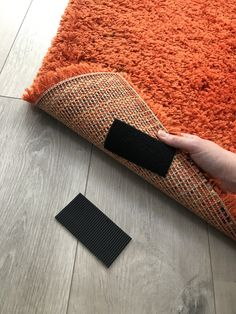 Stop rugs slipping with this easy life hack! Stick a piece of VELCRO® Brand Heavy Duty Tape to the bottom of the rug to stop it slipping on wooden floors! This easy living room rug hack will stop you tripping over the rug as it slips across the floor. Home Organisation Tips, Life Organization, Living Room Hacks, Rugs In Living Room, How To Be More Organized, Hook And Loop Fastener, Simple Life Hacks, Everyday Items, Simple Living