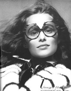 "simplymagdorable: ""Lauren Hutton photographed by Richard Avedon for Vogue US October 1971 "" People With Glasses, Girls With Glasses, Richard Avedon Photography, Yvonne De Carlo, Lauren Hutton, Vogue Us, Iconic Women, Best Model, Supermodels"