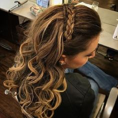 Braid headband + Half up half down hairstyle #weddinghair #hairstyle #promhair #bridalhair #halfuphalfdown #hairdown #bridehairideas