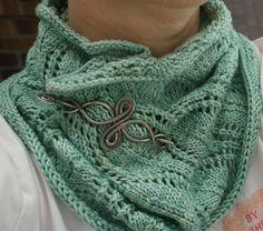 Ravelry: A Noble Cowl pattern by Emily Kausalik