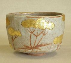 Shu Mochizuki, Gallary Ikkan - Tea bowl golden lace. This piece of pottery is GORGEOUS!
