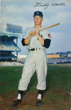 Old Baseball Cards, Baseball Photos, New York Yankees Baseball, Ny Yankees, Mlb, The Mick, Boston Sports, Mickey Mantle, Baseball Players