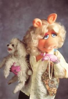 Miss Piggy used a real white toy poodle and a Muppet Vervsion. Both Poodles were named Foo Foo. Watch Foo Foo on Y-Tube. Kermit And Miss Piggy, Kermit The Frog, Danbo, Elmo, I Love Dogs, Cute Dogs, Awesome Dogs, Die Muppets, Puppies