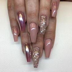 """6,002 Likes, 36 Comments - Solin Sadek (@solinsnaglar) on Instagram: """"""""Naked"""", """"Golden Rose"""", Mirror Silver över """"Shock Pink"""" och egenblandat glitter med inspo från…"""""""