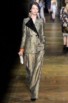 Dries Van Noten Fall 2011 Ready-to-Wear Fashion Show - Daga Ziober (ELITE)
