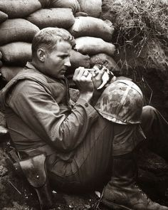 The marine and the kitten, Korean War, 1952 (1)History's Greatest Images: 30 Photos That Will Stop You In Your Tracks  A soldier on the frontline tries to save a kitten – 195
