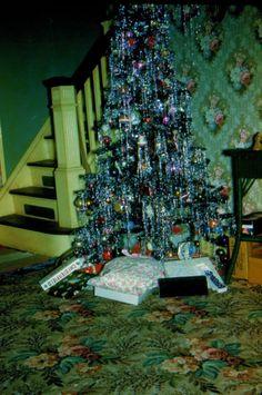 Live Christmas Trees, Old Time Christmas, Ghost Of Christmas Past, Holiday Tree, Christmas Tree Decorations, Christmas Holidays, Christmas Items, Xmas Tree, Vintage Christmas Photos