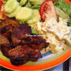 Voilà une des façon de manger le gigot d'agneau à la maison. C'est de tradition chez ma maman, pour les occasions c'est le gigot et à défaut de braise, c'est au four. Cuit au four et servi avec de la salade et une mayonnaise. On appelle mayonnaise au... Sierra Leone Food, West African Food, Nigerian Food, Cordon Bleu, American Food, Soul Food, Street Food, Food Inspiration, Entrees