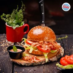 #streetfood #blt #sandwich #food #fooddelivery #teletal Street Food, Hamburger, Sandwiches, Chicken, Ethnic Recipes, Burgers, Paninis, Cubs