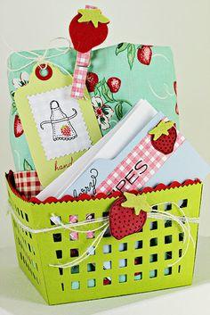DIY paper strawberry basket