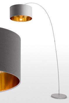 Sweep Stehlampe in Mattgrau und Kupfer. Eine Stehlampe mit Wow-Faktor: Egal ob über dem Sofa, Esstisch oder deinem Lieblingssessel, Sweep sieht überall spitze aus. In drei Farbtönen erhätlich, Metallic-Finish im Lampenschirm und schwerem Marmorfuß.