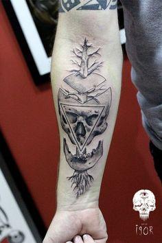 Tatuagem Masculina no Braço - Caveira Geométrica: