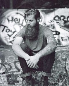 thelastofthewine:  bearditorium:  Chris  *** Wow- mighty handsome beard there