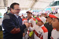 """El mandatario estatal dijo, gracias al esfuerzo de la población se han podido superar y cambiar las condiciones de Veracruz. """"De la adversidad hemos podido sacar fuerzas y hacer las cosas correctamente, no sólo en Yanga, si no en los 212 municipios de la entidad""""."""