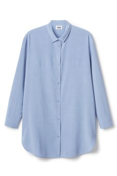 This is a long shirt with button closure. In a size small it measures 86 cm in length and 112 cm around chest. The sleeve length is 57 cm.