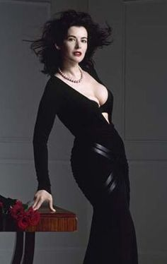 domestic goddess-nigella lawson love her! Ballet Boots, Ballet Heels, Nigella Lawson, V Max, Fitted Black Dress, Domestic Goddess, Oui Oui, Jolie Photo, Famous Women