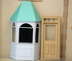 Free Printable Bay Window or Window Template in Dolls House Miniature Scales: Printable Shop Bay Window or Window Template in Dolls House Miniature Scales Dollhouse Windows, Cardboard Dollhouse, Diy Dollhouse, Dollhouse Miniatures, Dollhouse Design, Miniature Furniture, Doll Furniture, Dollhouse Furniture, Paper Doll House