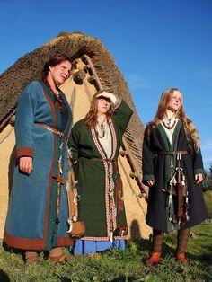 Drei Thüringerinnen in der Fremde, nach Grabfunden aus Schretzheim, Grab 297, Pleidelsheim Grab 89 und aus Pleidelsheim Grab 9