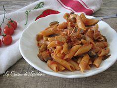 Una ricetta gustosa per un primo piatto semplice e saporito che vi conquisterà al primo boccone: Pasta con Melanzane e Mozzarella filante