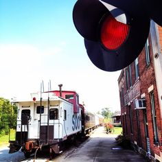 Train Robbery Weekend is coming up (Sept. 17-18) at The Kentucky Railway Museum. Attend both days, and enjoy a relaxing night nearby at Eagle Hill Manor, The Old Talbott Tavern, or make a longer trip and stay at Hampton Inn. Lebanon Kentucky! #KYTravel (Photo: Map Dot, Kentucky)