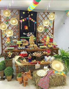 Decoração JUNINA para o Curso de Decoração ministrado no dia 9 de junho em Palmas - TO. Organização e decoração - Leninha Fontoura - Doce&Decor Eventos.