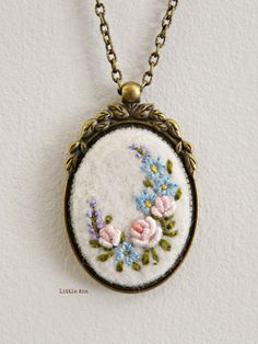 Next Post Previous Post Needle felted necklace with hand embroidered flowers, pendant, romantic necklace, shabby chic Nadelgefilzte Halskette mit handgestickten. Silk Ribbon Embroidery, Embroidery Jewelry, Embroidery Hoop Art, Embroidery Stitches, Embroidery Designs, Flower Embroidery, Hand Embroidery Patterns, Handmade Necklaces, Handmade Jewelry