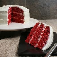 gotta try it! Raspberry Red Velvet Cake Recipe~ Ingredients 1 c fresh raspberries,pureed and strained 1 box oz) red velvet cake mix c seedless raspberry jam 2 TB raspberry liqueur 2 pkgs.) cream cheese frosting 2 c shredded coconut Creative Birthday Cakes, Special Birthday Cakes, Easy Red Velvet Cake, Vanilla Cream Cheese Frosting, Cream Frosting, Cupcake Cakes, Cupcakes, Cake Platter, Raspberry Cake