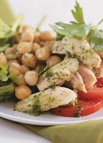Salada Espanhola • 4 folhas de alface • 2 ramos de agrião (ou rúcula) • 3 col. (sopa) de grão-de-bico cozido (ou feijão-branco cozido) • ½ tomate em rodelas • Sal a gosto • 8 folhas de salsa