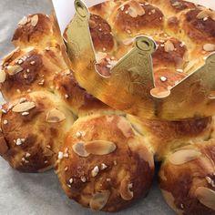 Bakeria's Dreikönigskuchen Rezept   Backen mit Bakeria.ch Mousse Au Chocolat Torte, Cupcakes, Doughnut, Food And Drink, Sweets, Bread, Chicken, Cooking, Desserts