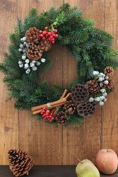 ナチュラル&シンプルなリース。 クリスマスに限らず、通常もご利用いただけるデザインにしました。 アーティフィシャルリースを使用し、オーナメントはアーティフィシ... ハンドメイド、手作り、手仕事品の通販・販売・購入ならCreema。 Christmas 2019, Christmas And New Year, Xmas, Advent Wreath, Diy Wreath, Diy Christmas Ornaments, Christmas Decorations, Holiday Decor, Nature Crafts
