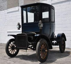 The 1905 Cadillac Osceola was the first closed-body car made in the U.S.