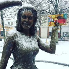 Look who got her copy of the 2017 Salem Guide! #Samantha #Bewitched #SalemMA