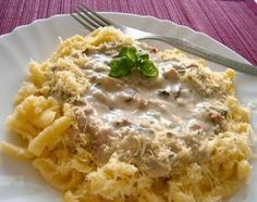 Špecle s omáčkou so šampiňónmi a údeným mäsom Macaroni And Cheese, Ale, Pasta, Ethnic Recipes, Mac And Cheese, Ales, Noodles