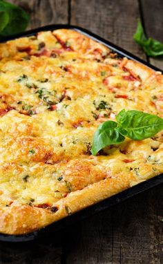 Weight Watchers Deep Dish Pizza Casserole Recipe with Ground Beef, Tomatoes, Refrigerated Pizza Dough, and Mozzarella Cheese - 9 Smart Points