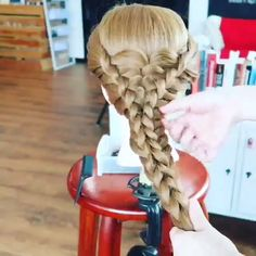 Huge of braids? Huge of braids? Pretty Hairstyles, Braided Hairstyles, Perfect Hairstyle, Amazing Hairstyles, Hair Videos, Hairstyles Videos, Gorgeous Hair, Hair Designs, Hair Looks