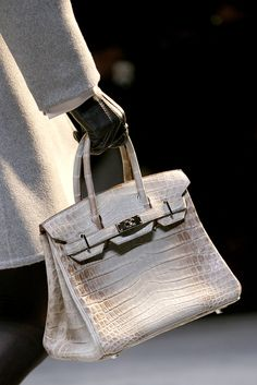 Our Hermes Bags Online provide many products: Hermes Birkin Bags, Hermes Kelly Bags, Hermes Lindy Bags, Hermes Evelyne Bags, Hermes Cabana Bag and so on. All products are fashionable! Hermes Bags, Hermes Birkin, Hermes Handbags, My Bags, Purses And Bags, Tote Bags, Fab Bag, Fru Fru, Looks Street Style