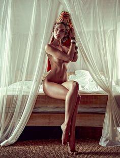 #Candice Swanepoel posa em Trancoso para a edição de janeiro da Vogue. Vogue Brazil, January 2014