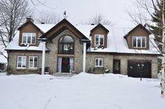 Impressionnante propriété, incluant maison pour invités, au bord de l'eau à Rivière-Beaudette. (Photo Daniel Cuillerier)