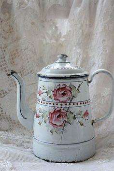 Antiques Enamelware, Emaille Enamels, Antiques Granite, Antiques Pots, Enamels Tins, Vintage Rose, Enamelware Graniteware, Enamels Ware, French Enamelware