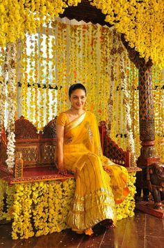 Love the yellow marigold garlands :)