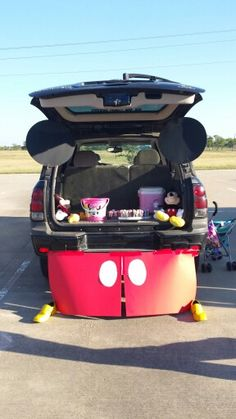 Mickey Mouse trunk or treat.